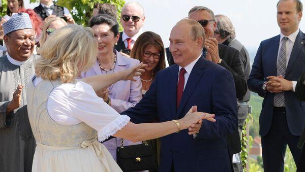 Władimir Putin na weselu szefowej austriackiego MSZ Karin Kneissl - Sputnik Polska
