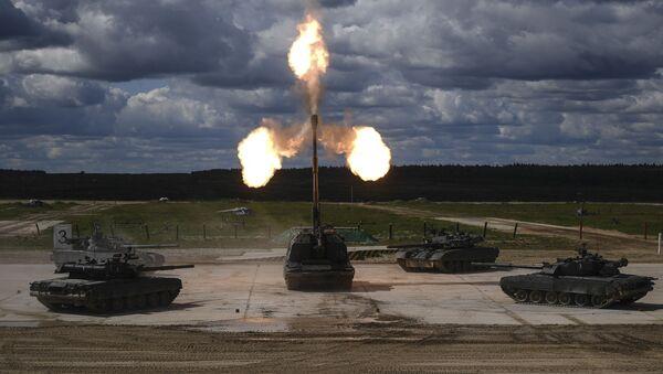 Czołgi T-90 i samobieżna instalacja artyleryjska (ACS) Msta-S na IV Międzynarodowym Forum Wojskowym Armia-2018 - Sputnik Polska