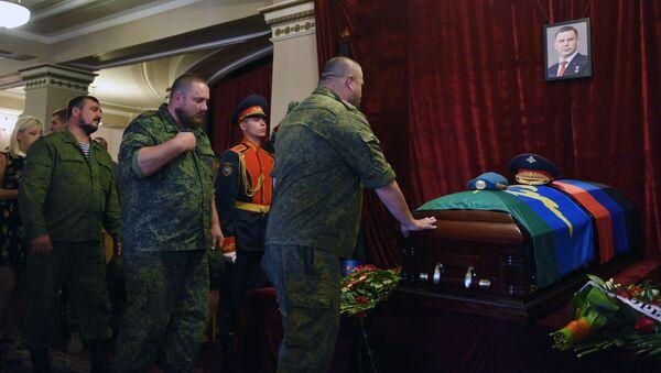 Ceremonia żałobna przywódcy DRL Aleksandra Zacharczenki - Sputnik Polska