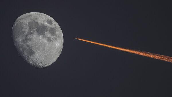 Księżyc i samolot - Sputnik Polska