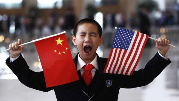 Flagi Chin i USA - Sputnik Polska