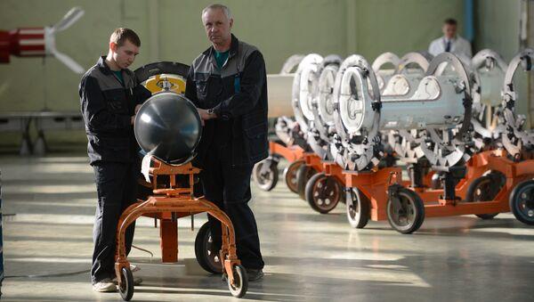Pracownicy korporacji Taktyczna Broń Rakietowa w Korolowie pod Moskwą - Sputnik Polska