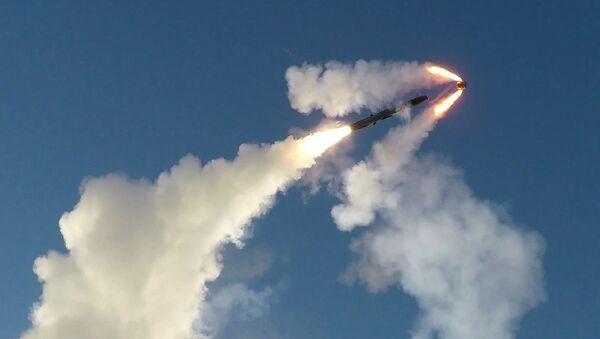 Kadr nagrania przedstawiającego ćwiczenia wojskowe z użyciem systemu rakietowego Bastion w Arktyce - Sputnik Polska