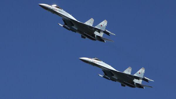 Myśliwce Su-35 na manewrach wojskowych w obwodzie kostromskim    - Sputnik Polska