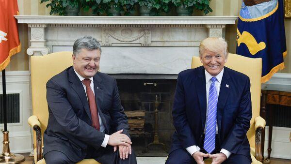 Petro Poroszenko i Donald Trump podczas spotkania w Białym Domu - Sputnik Polska