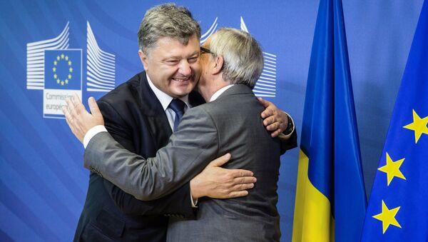 Prezydent Ukrainy Petro Poroszenko i przewodniczący Komisji Europejskiej Jean-Claud Juncker podczas rozmów w Brukseli - Sputnik Polska