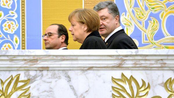 Prezydent Francji François Hollande, kanclerz Niemiec Angela Merkel i prezydent Ukrainy Petro Poroszenko w Mińsku - Sputnik Polska