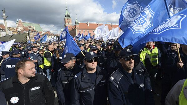 Manifestacja służb mundurowych w Warszawie, 2 pażdziernika 2018 - Sputnik Polska