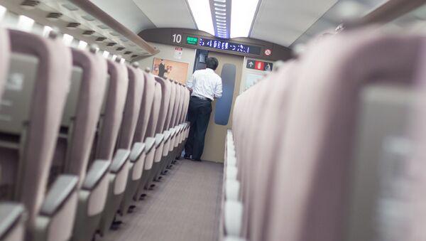Pociąg pośpieszny w Japonii - Sputnik Polska