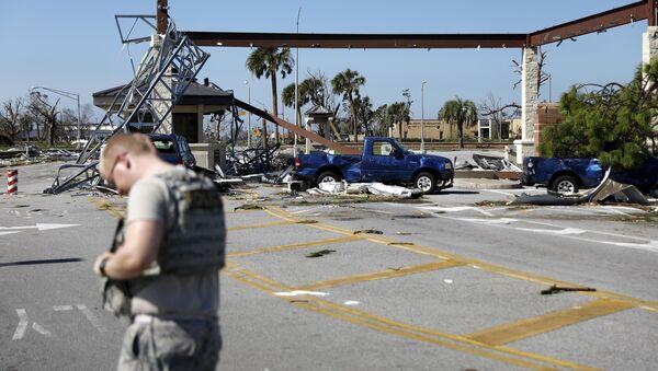 """Zniszczenie spowodowane przez huragan """"Michael"""" w bazie lotniczej Tyndall w amerykańskim stanie Floryda - Sputnik Polska"""