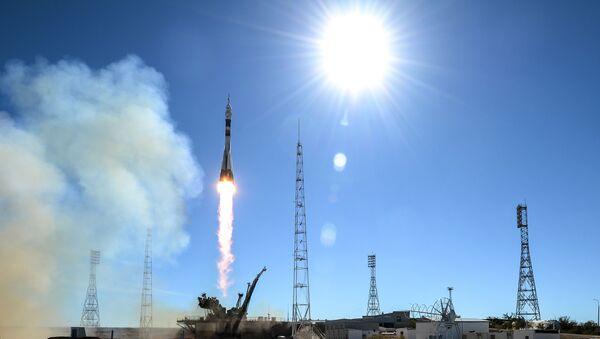 """Start rakiety nośnej """"Sojuz-FG"""" ze statkiem kosmicznym """"Sojuz MS-10"""" - Sputnik Polska"""