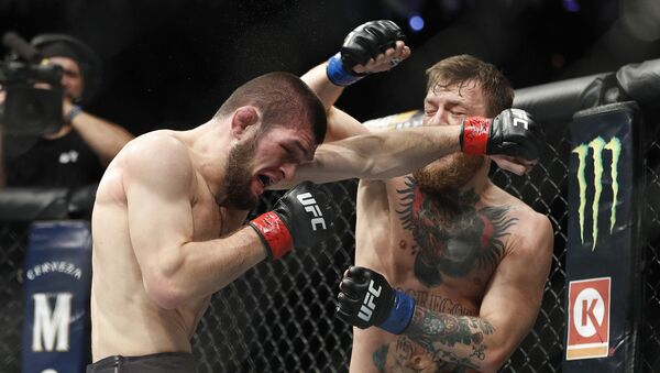 Rosyjski zawodnik Khabib Nurmagomedov podczas walki z Irlandczykiem Conorem McGregorem o tytuł mistrza UFC - Sputnik Polska