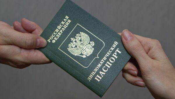 Paszport dyplomatyczny FR - Sputnik Polska