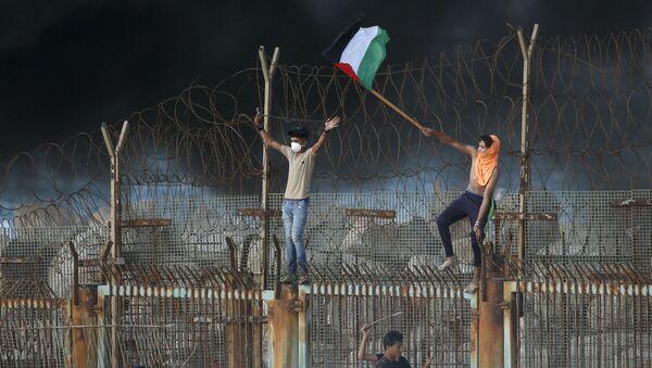 Protesty Palestyńczyków na granicy między Izraelem a Strefą Gazy - Sputnik Polska