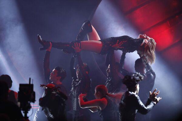 Amerykańska piosenkarka Taylor Swift występuje na ceremonii wręczenia nagrody American Music Awards - Sputnik Polska