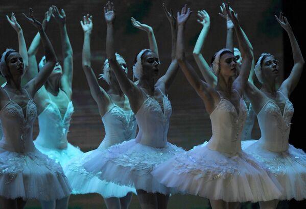"""Uczestnicy koncertu Kremlin Gala """"Gwiazdy baletu XXI wieku"""" na scenie Pałacu Kremlowskiego - Sputnik Polska"""