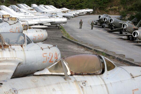 Żołnierze Sił Powietrznych Albanii na lotnisku w mieście Kuçova - Sputnik Polska