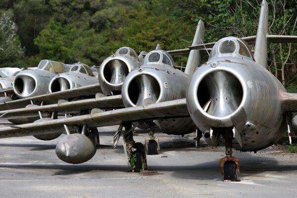 Radzieckie samoloty myśliwskie MiG-15 na lotnisku w mieście Kuçova, Albania - Sputnik Polska