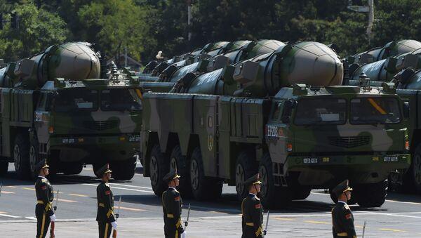 Pociski balistyczne DF-21D podczas parady wojskowej w Pekinie - Sputnik Polska