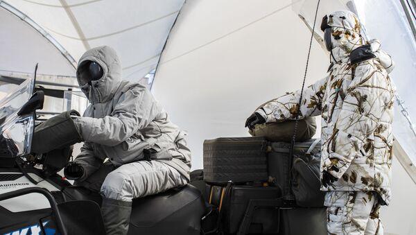 Komplet arktycznego ekwipunku, opracowany przez koncern 'Kałasznikow - Sputnik Polska