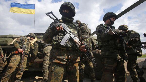 Ukraińscy żołnierze na linii demarkacyjnej w Donbasie - Sputnik Polska