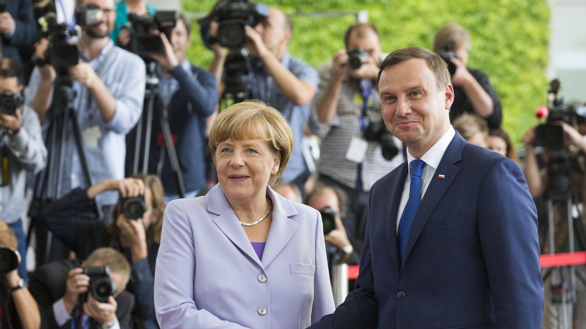 Kanclerz Niemiec Angela Merkel i prezydent Polski Andrzej Duda na spotkaniu w Berlinie, 28 sierpnia 2015 - Sputnik Polska, 1920, 10.09.2021