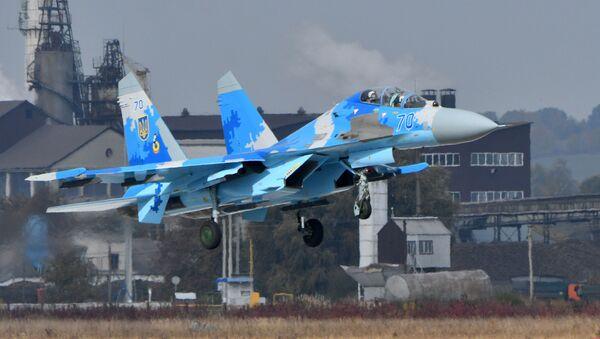 Ukraiński myśliwiec Su-27UB podczas ćwiczeń wojskowych - Sputnik Polska