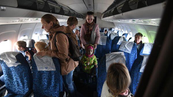 Przylot samolotu Tu-154M Iżma na lotnisko Tołmaczewo - Sputnik Polska