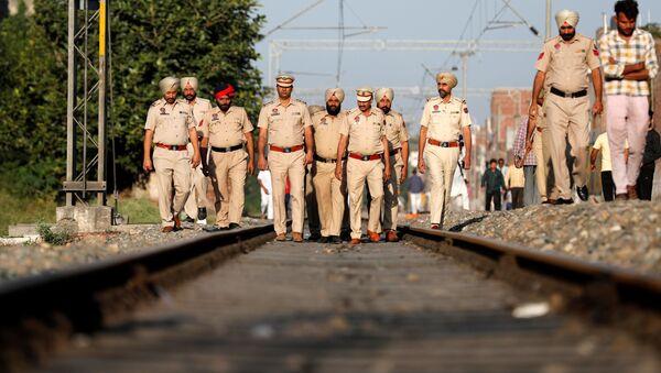 Do 61 ofiar śmiertelnych i 72 rannych wzrósł bilans piątkowej katastrofy kolejowej w pobliżu miasta Amritsar w stanie Pendżab na północy Indii. - Sputnik Polska