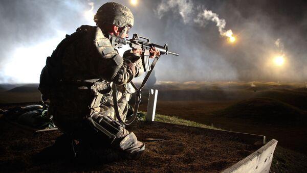 Amerykański żołnierz podczas ćwiczeń - Sputnik Polska