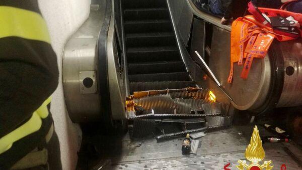 Schody ruchome na stacji metra Repubblica w centrum Rzymu po wypadku z kibicami CSKA - Sputnik Polska