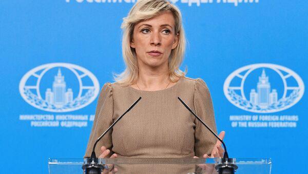 Rzeczniczka ministerstwa spraw zagranicznych Rosji Maria Zacharowa podczas briefingu  - Sputnik Polska