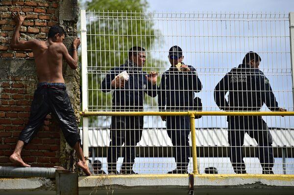 Migrant z Hondurasu - Sputnik Polska
