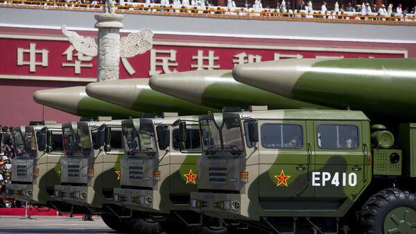 Chińskie pociski balistyczne na paradzie w Pekinie - Sputnik Polska