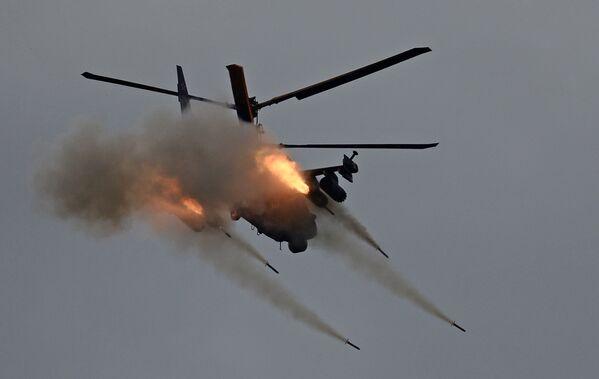 Ka-52 - rosyjski, dwumiejscowy śmigłowiec szturmowy - Sputnik Polska