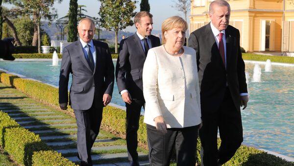 Angela Merkel, Władimir Putin, Emmanuel Macron i Tayyip Erdogan na szczycie w Stambule w sprawie Syrii - Sputnik Polska