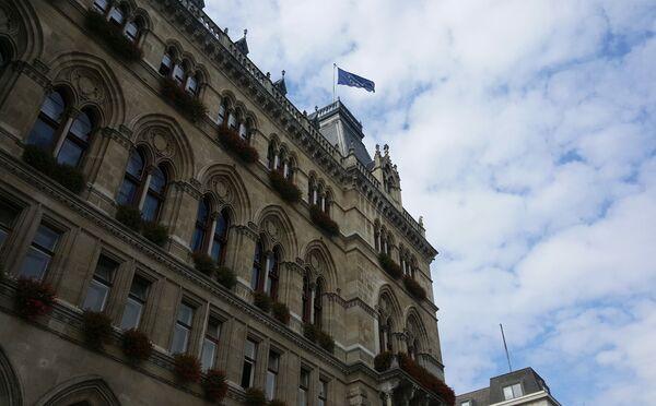 Flaga UE nad budynkiem w Wiedniu, Austria - Sputnik Polska