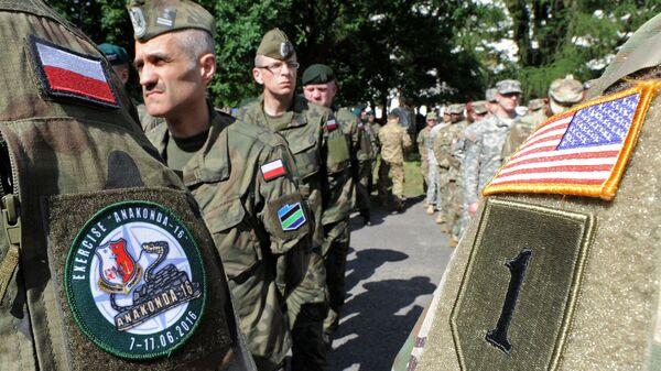 Polscy i amerykańscy wojskowi w czasie ćwiczeń w Polsce - Sputnik Polska