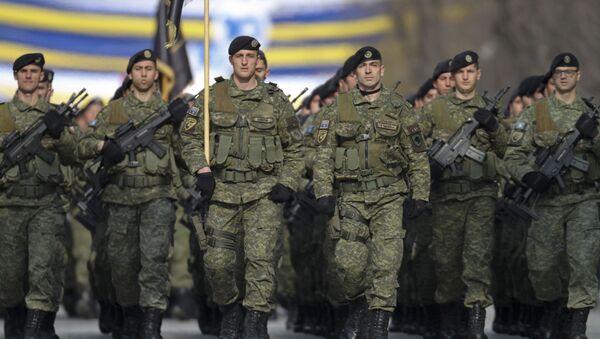 Kosowskie Siły Bezpieczeństwa na defiladzie poświęconej 10. rocznicy niezależności Kosowa w Prisztinie - Sputnik Polska