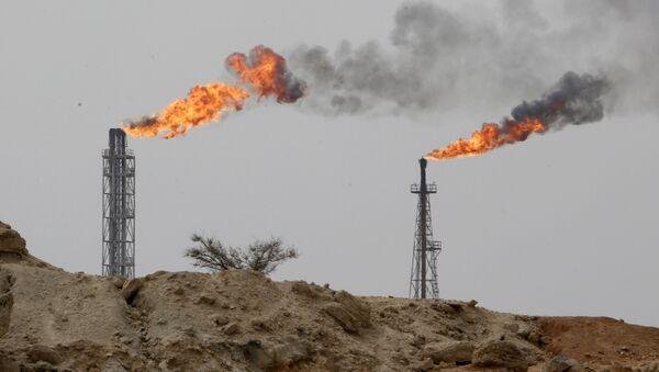 Zakład wydobywający ropę na wyspie Khark w Zatoce Perskiej - Sputnik Polska