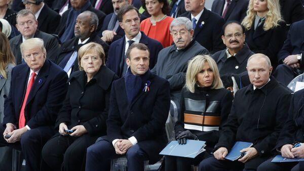 Donald Trump, Angela Merkel, Emmnuel Macron, Brigitte Macron y Vladímir Putin - Sputnik Polska