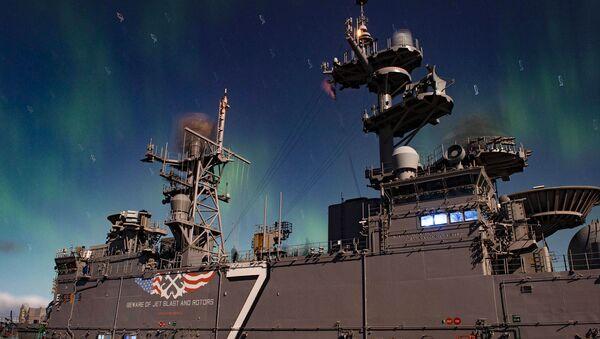 Amerykański okręt desantowy Iwo Jima podczas manewrów NATO Trident Juncture 2018 w Norwegii - Sputnik Polska