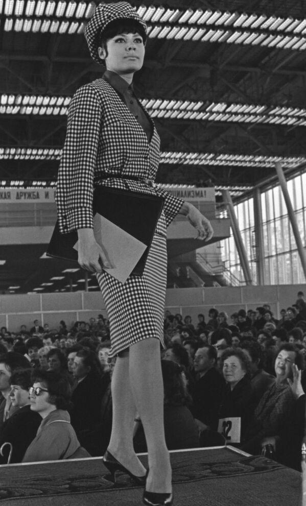 Pokaz mody Jesień Zima 1964 w Moskwie - Sputnik Polska