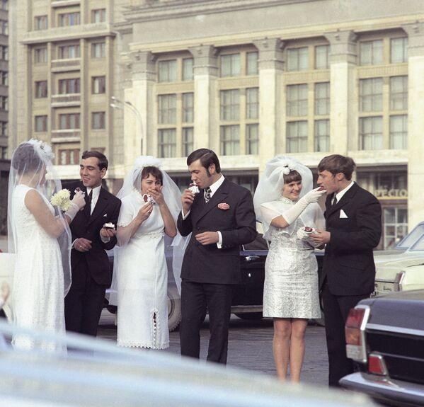 Nowożeńcy. Moskwa, 1972 rok - Sputnik Polska
