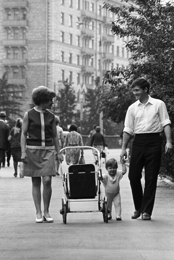Spacer. Moskwa, 1973 rok - Sputnik Polska