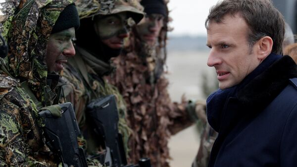 Prezydent Francji Emmanuel Macron podczas ćwiczeń wojskowych francuskiej armii w obozie wojskowym w pobliżu Reims - Sputnik Polska