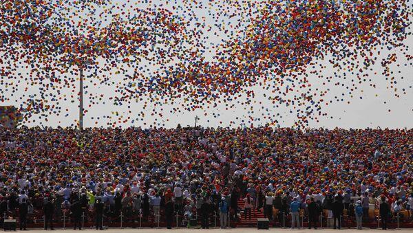 Wypuszczanie kułek podczas defilady w Pekinie z okazji 70. rocznicy zwycięstwa w II wojnie światowej - Sputnik Polska
