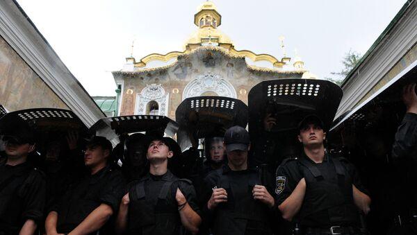 Siły Zbrojne Ukrainy przed Ławrą Peczerską w Kijowie - Sputnik Polska