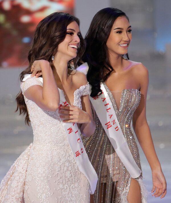 Miss Meksyk i Miss World 2018 Vanessa Ponce de Leon po lewej i Miss Tajlandia Nicolene Limsnukan po prawej stronie - Sputnik Polska