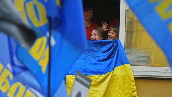 Mieszkańcy Kijówa podczas Marszu bochaterów - Sputnik Polska